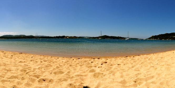 Strand Costa Serena Sardinien